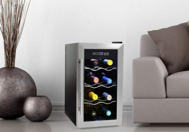 Nutrichef 8-Bottle Wine Cooler with Towel Bar Handle [Detailed Review]